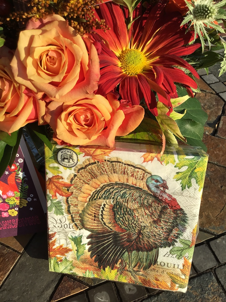 Thanksgiving napkins and flowers